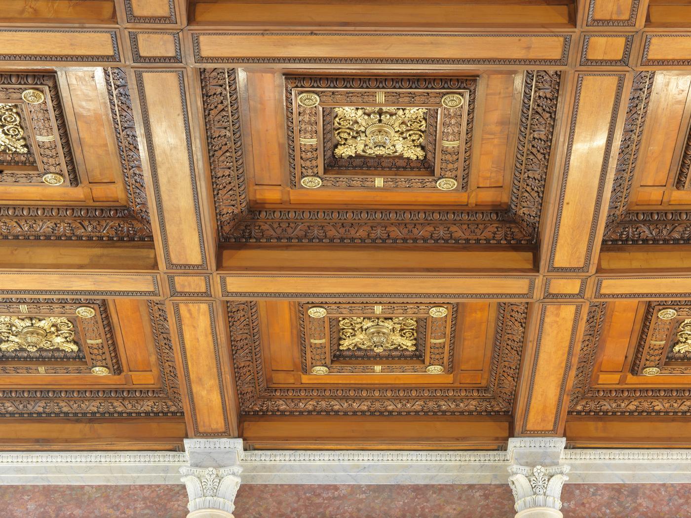 restauration boiseries plafond palais de justice lyon