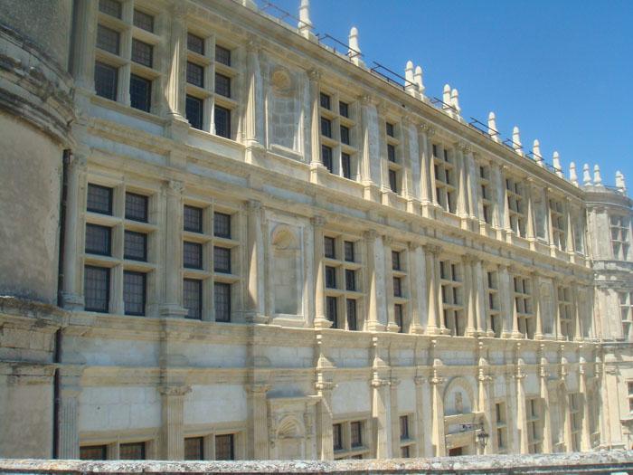 Château de Grignan en Rhône-Alpes, restauration des fenêtres à meneaux