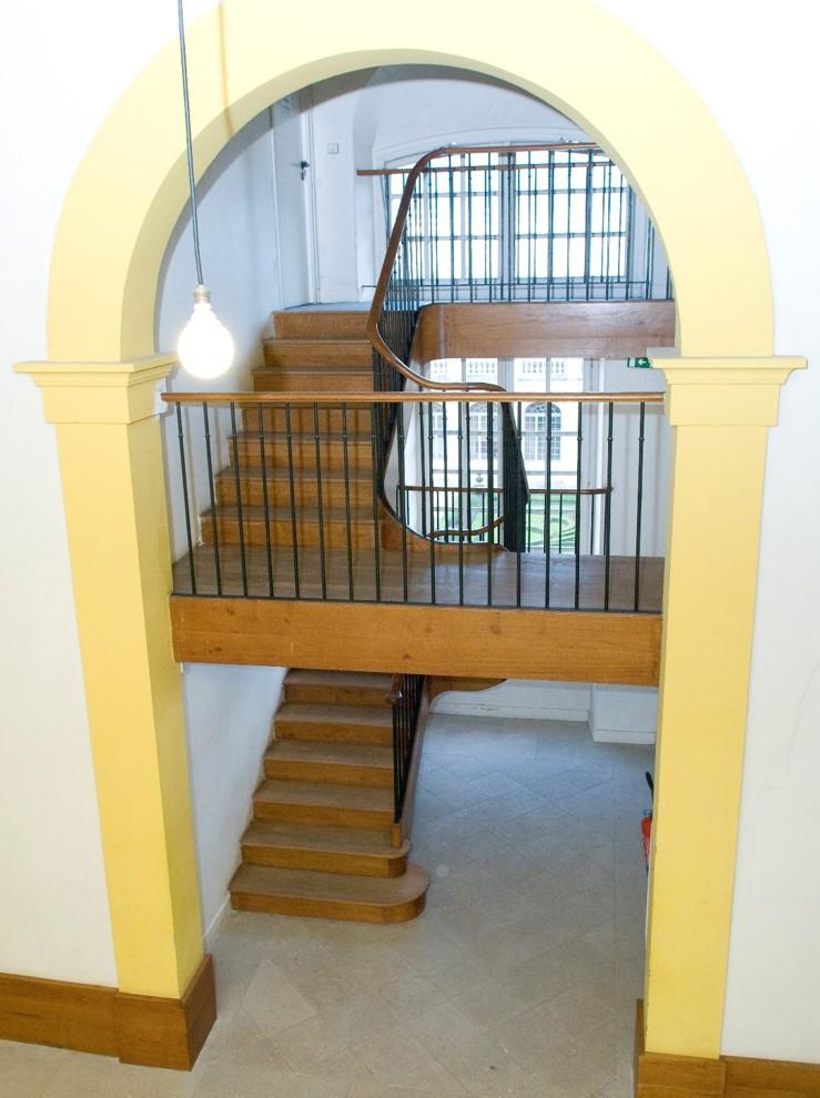 Escalier à la maison d'Éducation de la Maison d'Honneur