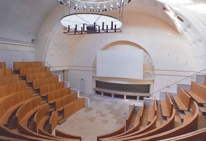 Gradins de l'amphithéatre Verniquet du Museum d'Histoire Naturelle au Jardin des Plantes de Paris