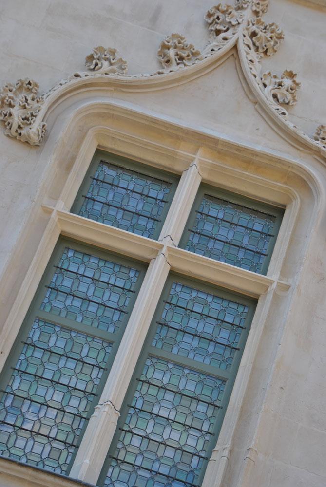 Musée départemental de Beauvais fenêtre portefeuille vue de l'extérieur