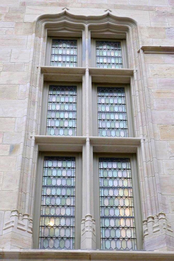 Musée des Beaux Arts de Dijon, vue extérieure d'une fenêtre portefeuille