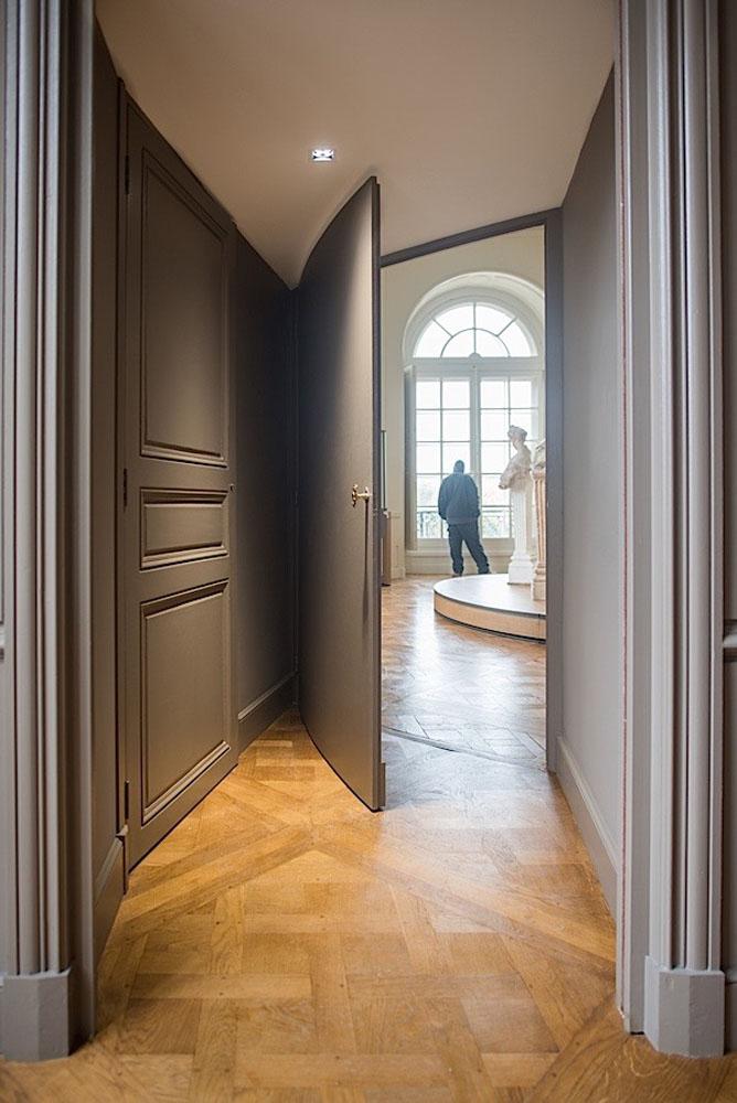 Porte cintrée au musée Rodin à Paris