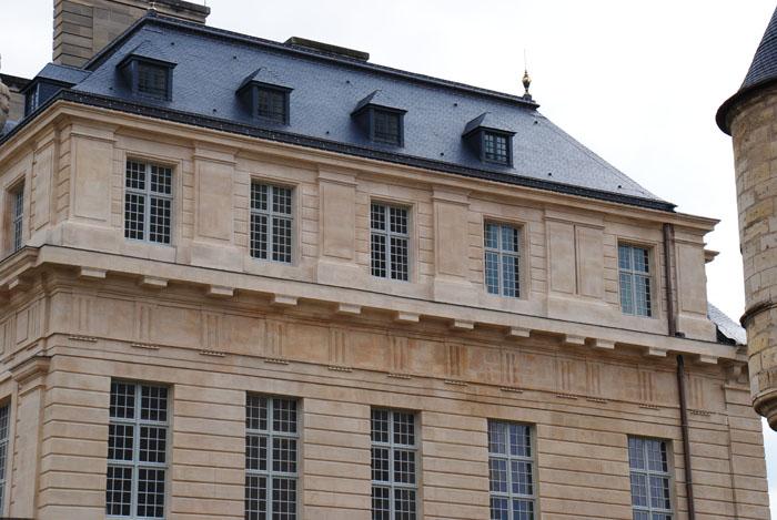 Refection des fenêtres du pavillon du roi au château de Vincennes
