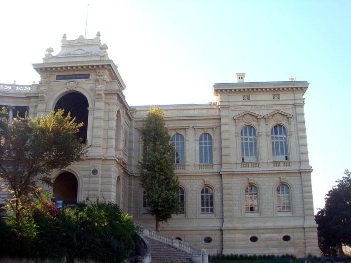 Restauration des fenêtres du Palais Longchamp à Marseille