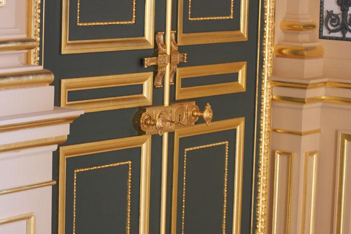 portes intérieures au chateau d'Eu en Normandie