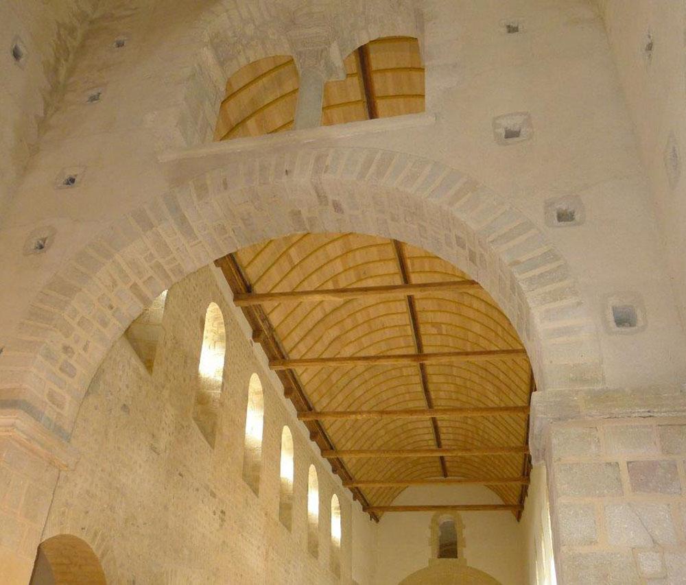 La voûte lambrissée de l'église après la restauration